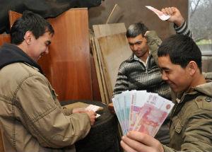 Таджики о России: Тут у нас достойная жизнь! Всей страной бы сюда переехать